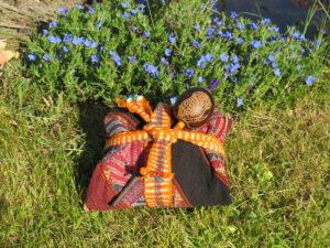 Mesa, Medicijnbuidel met ratel. De hulpmiddelen van een sjamaan uit de Inca traditie.